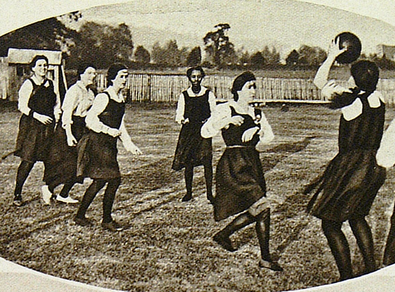 http://www.bris.ac.uk/centenary/timeline/local/media/uploadedMedia/jpg/1921-netball.jpg