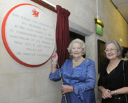 Lady Soames unveiling the commemorative plaque with The Rt Hon. The Baroness Hale of Richmond.