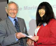 Dr Lindsay St Claire receiving her award from Sir Stephen Sedley, BTA President