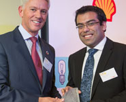 Graham van't Hoff, Chairman of Shell UK, presents Dr Nithin Thomas with the LiveWIRE 2012 Innovation Award