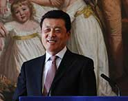 China's Ambassador to the UK, Xiaoming Liu, addresses students and staff