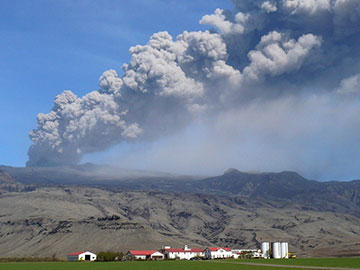 Image of the 2010 eruption of Eyjafjallajokull
